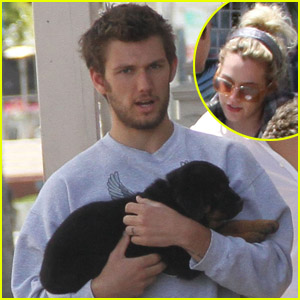 Alex Pettyfer &#038; Riley Keough: Le Pain Lunch