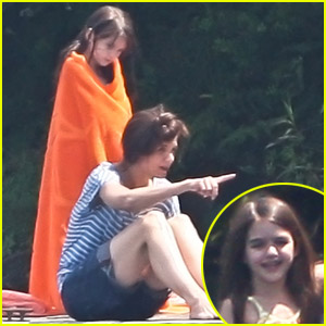 Katie Holmes & Suri: Swimming on 'Seagull' Set