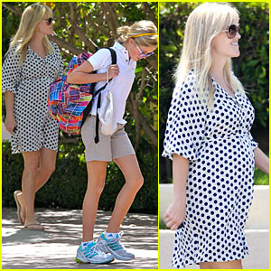 Reese Witherspoon: Brentwood School Pick-Up!