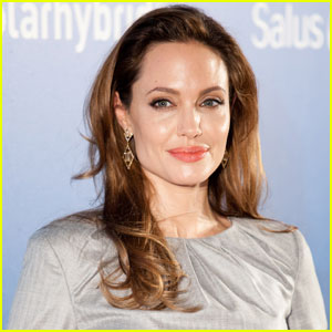 Angelina Jolie Donates $100,000 on World Refugee Day 2012