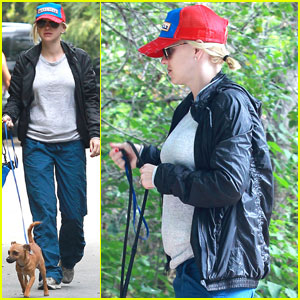 Anna Faris: Baby Bump Dog Walk!