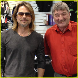 Brad Pitt: Honda Motorcycle Shop Visit!