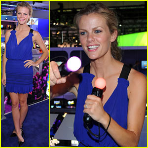 Brooklyn Decker: PlayStation Gamer!