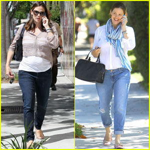Jennifer Garner Walks & Talks in Brentwood &