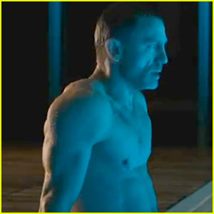 Daniel Craig: 'Skyfall' International Trailer Released!