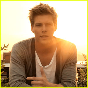 Hunter Parrish's 'Sitting At Home' - Exclusive Video Stills!