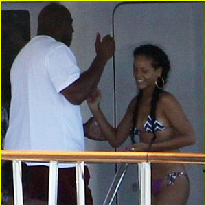 Rihanna: Yacht Ride with Magic Johnson!