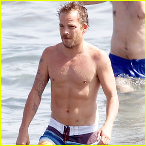 Stephen Dorff: Shirtless in Spain!