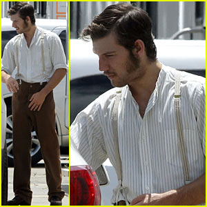 Alex Pettyfer: Sideburns for 'The Butler'!