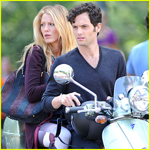 Blake Lively & Penn Badgley: Vespa Riders for 'Gossip Girl'