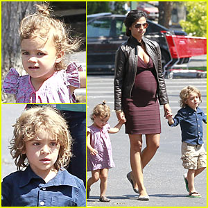 Camila Alves: Cold Stone with Levi & Vida!