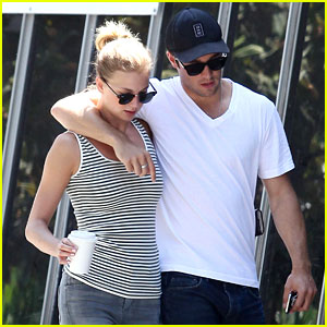 Emily VanCamp & Josh Bowman: Beachwood Cafe Couple!