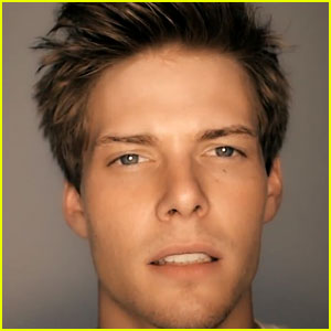 Hunter Parrish's 'Sitting At Home' Video - Watch Now!