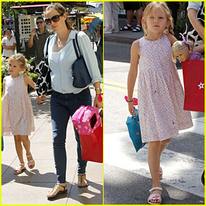 Jennifer Garner: Blogger to Save the Children!