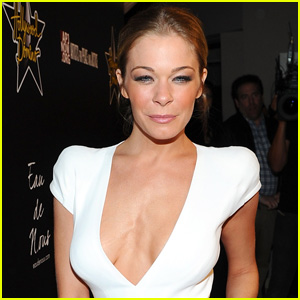 LeAnn Rimes Enters Treatment for Anxiety & Stress