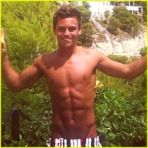 Tom Daley: Shirtless Tattoo Pics!