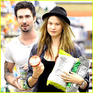 Adam Levine & Behati Prinsloo: Late Night Snack Run!