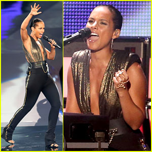 Alicia Keys & Nicki Minaj: 'Girl On Fire (Inferno)' at MTV VMAs!
