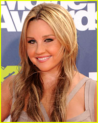 Amanda Bynes Barricades Self in Dressing Room for 2 Hours