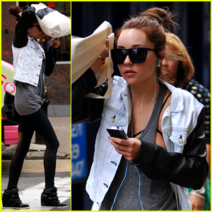 Amanda Bynes Hides Her Face in New York City