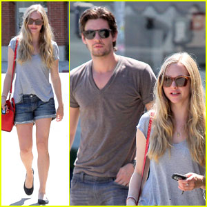 Amanda Seyfried: Salon Three Hair Salon Visit