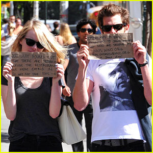 Emma Stone &#038; Andrew Garfield Promote Charities with Handmade Signs!
