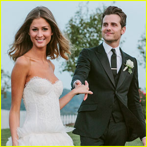 Jared Followill & Martha Patterson: First Wedding Photo!