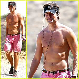 Jerry O'Connell: Shirtless Workout With Pet Pooch Bim!