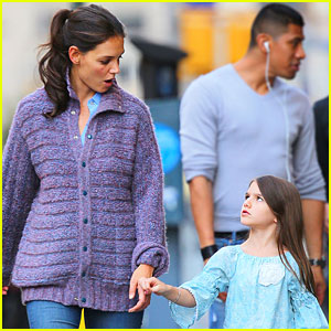 Katie Holmes: Mother-Daughter Stroll with Suri!