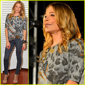LeAnn Rimes Performs for Save the Music After Treatment Program