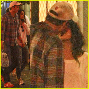 Ashton Kutcher & Mila Kunis: Kissing Dinner Date!