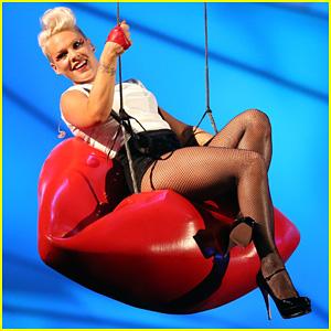 Pink's MTV VMAs Performance 2012 - Watch Now!
