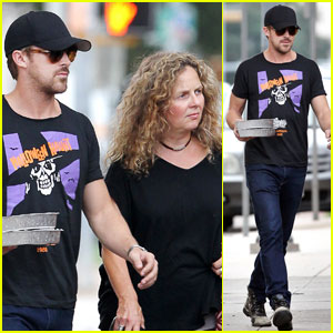 Ryan Gosling & Mom Donna: Austin Outing