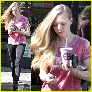 Amanda Seyfried: Smoothie Stop in West Hollywood!