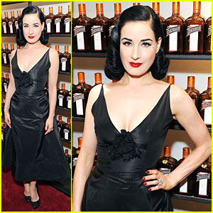 Dita Von Teese: Cocktail Competition Judge in New York!