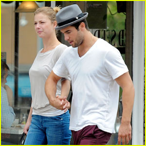 Emily VanCamp & Josh Bowman: Brunch & Flower Fun!