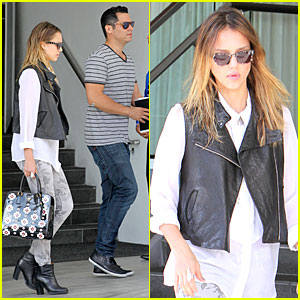 Jessica Alba & Cash Warren: Hotel Business Meeting!