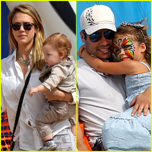 Jessica Alba & Cash Warren: Pumpkin Patch with the Girls!