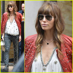 Jessica Biel: Studded Fendi Shopper!