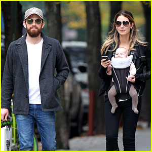 Lily Aldridge & Caleb Followill: Big Apple Stroll with Dixie!
