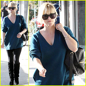 Reese Witherspoon: Hal's Bar &#038; Grill Gal!