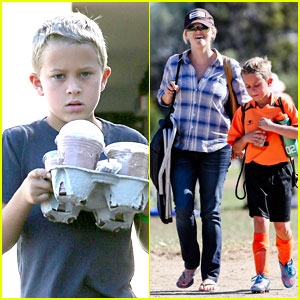 Reese Witherspoon: Soccer Saturday with Deacon!