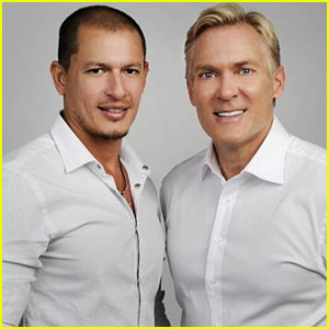 'GMA' Anchor Sam Champion En
