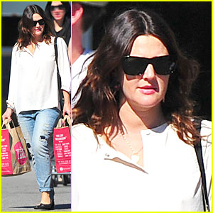Drew Barrymore Appreciates Whole Foods with a Hug!