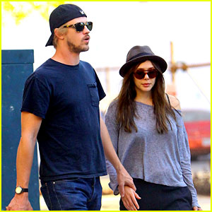 Elizabeth Olsen &#038; Boyd Holbrook: Holding Hands!