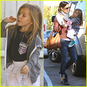 Jennifer Garner: Emery Academy & Martial Arts Stop with Seraphina!