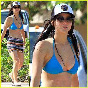 Jennifer Lawrence: Bikini Babe in Hawaii!