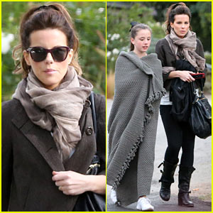 Kate Beckinsale: Family Football Game!