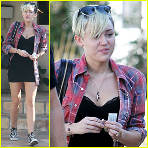 Miley Cyrus: 'Dolls That Vote Together Stick Together'!