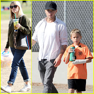 Reese Witherspoon & Ryan Phillippe: Deacon's Soccer Game!